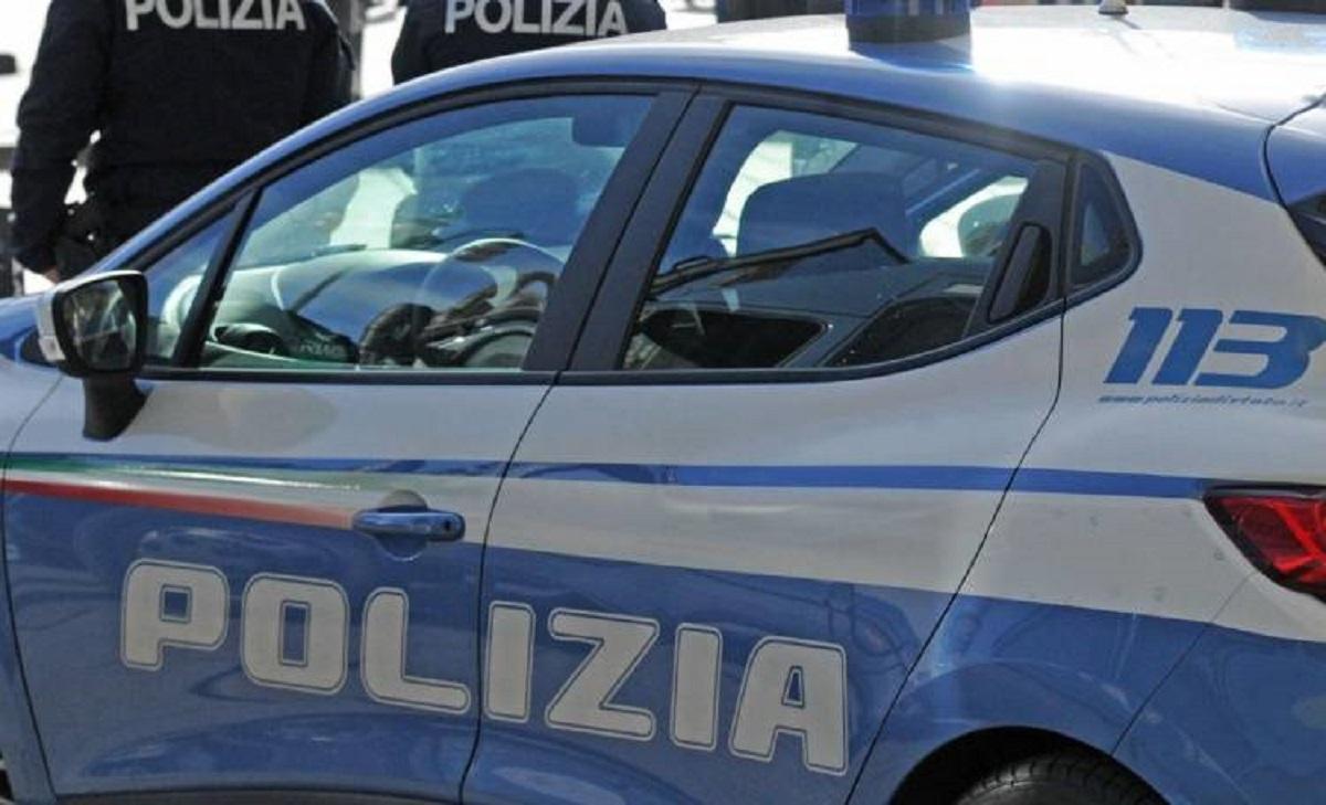 napoli aggredisce moglie e poliziotti arrestato