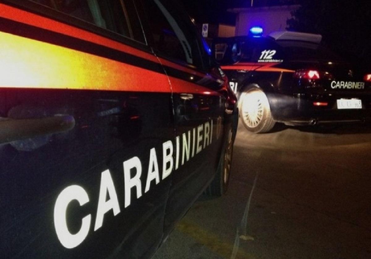 Reggio Emilia aggrediscono coppia in auto