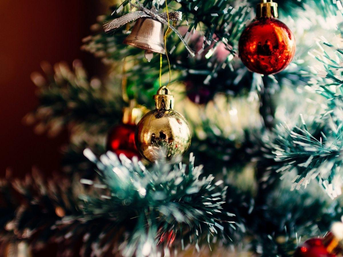 come decorare l'albero di natale 2020