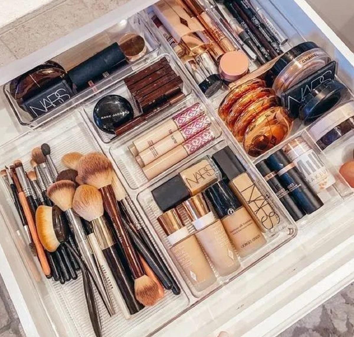 decluttering make up