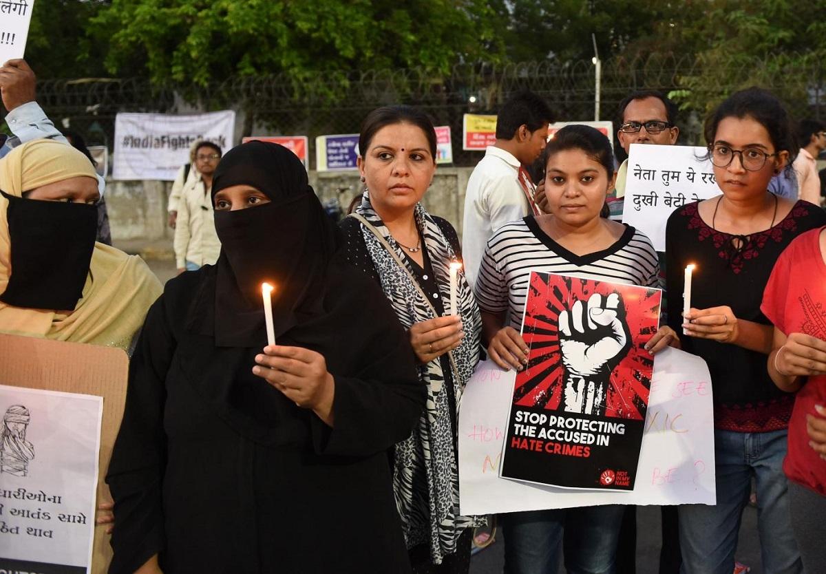 India: donna rischia lo stupro e viene sfregiata con l'acido