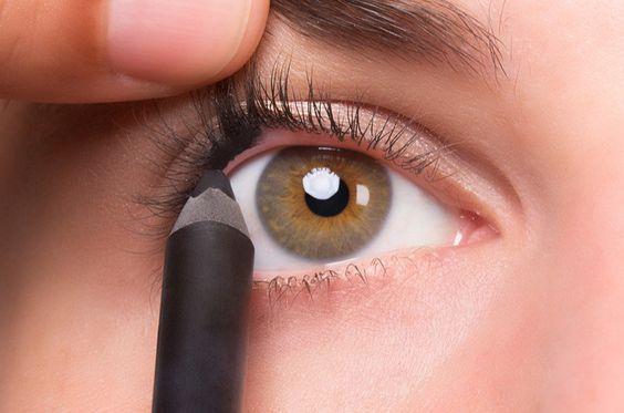 come mettere la matita occhi