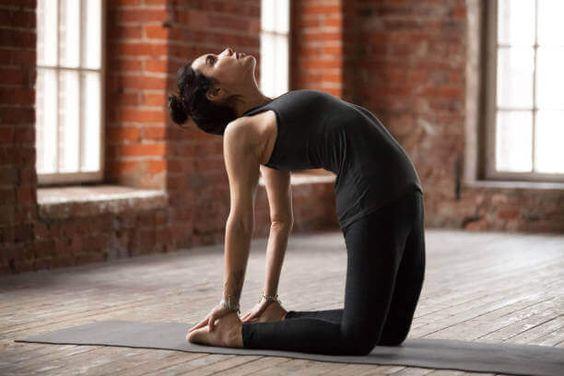 posizioni yoga anticellulite