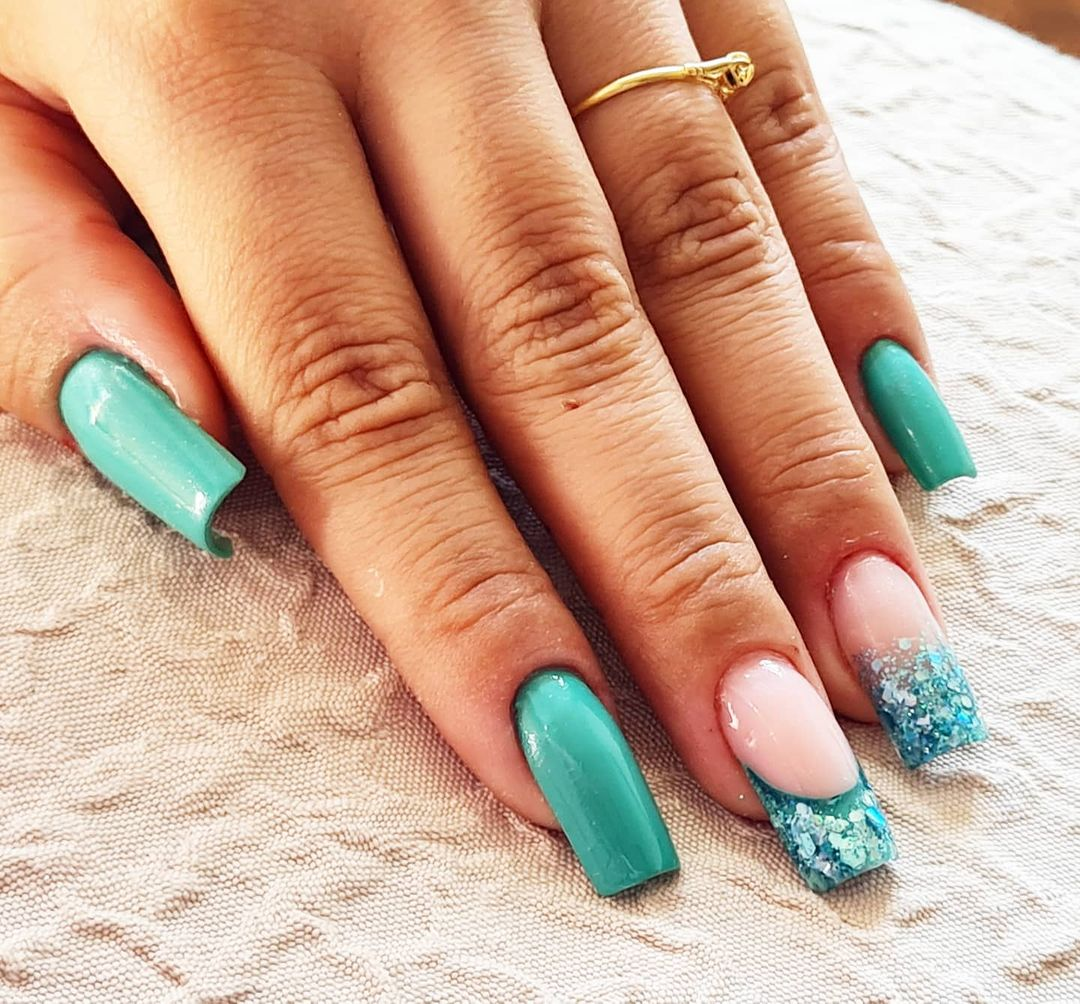 manicure verde menta