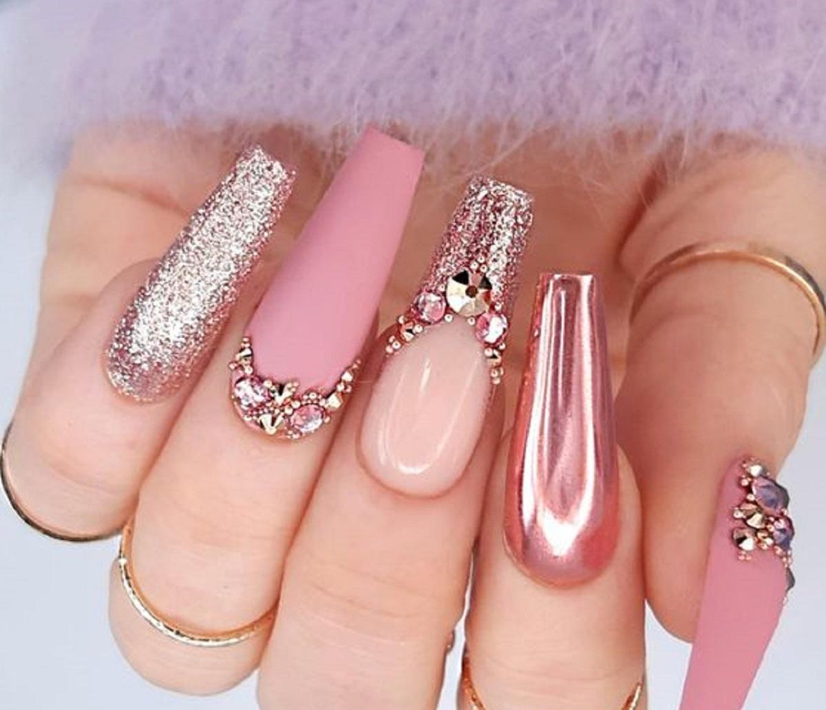 press on nails tendenza mani