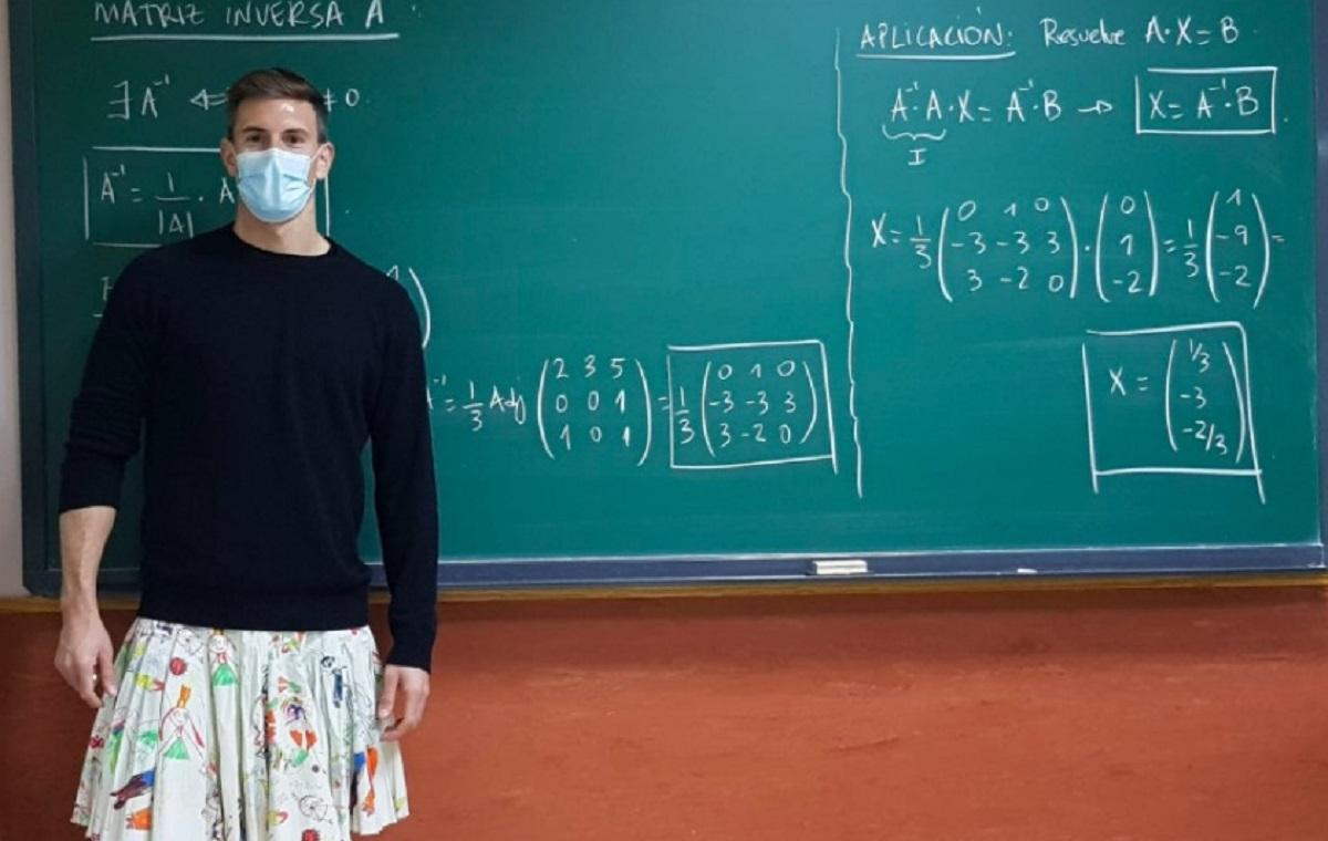 Professori a scuola con la gonna: