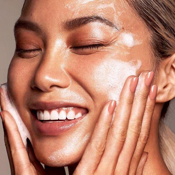 come nutrire e idratare la pelle in estate