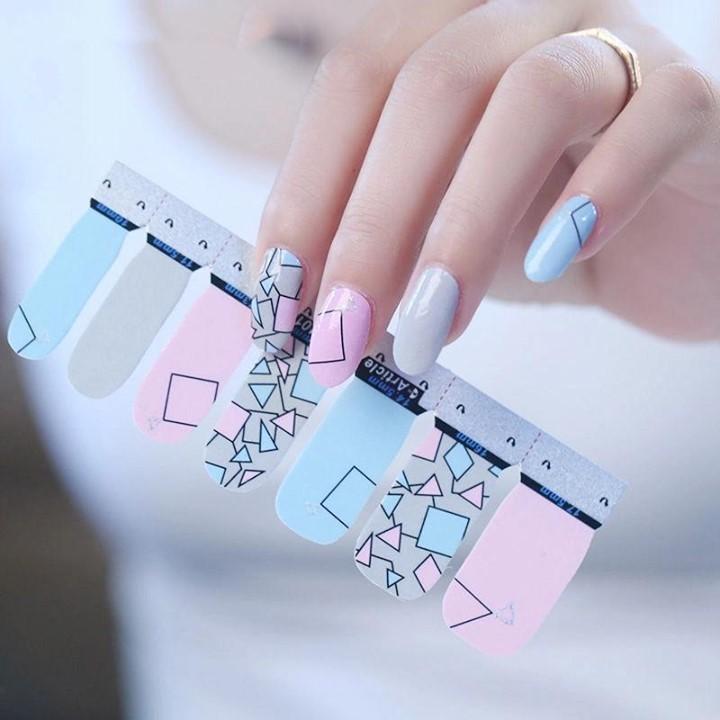 smalti adesivi per unghie