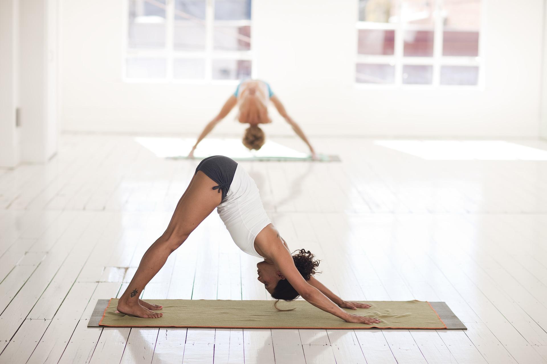 esercizi yoga in ufficio