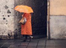 Come vestirsi con la pioggia in autunno